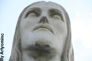 Close-up of the head of the statue